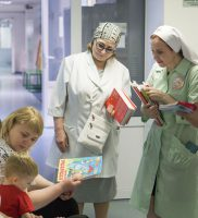 250 маленьких пациентов Детской краевой клинической больницы Краснодара получили пасхальные подарки от Сестричества Войскового собора